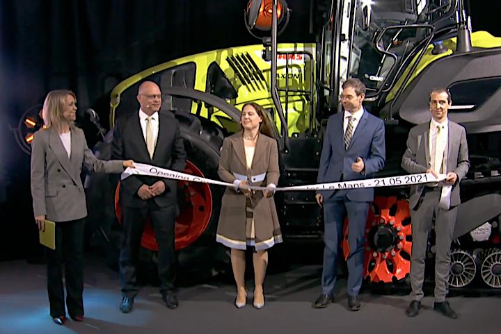 Cathrina Claas-Mühlhäuser taglia il nastro all'inaugurazione del sito di Le Mans