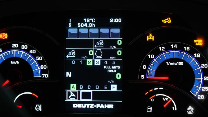 La schermata del cruscotto con la modalità della trasmissione inserita su Full Auto Field