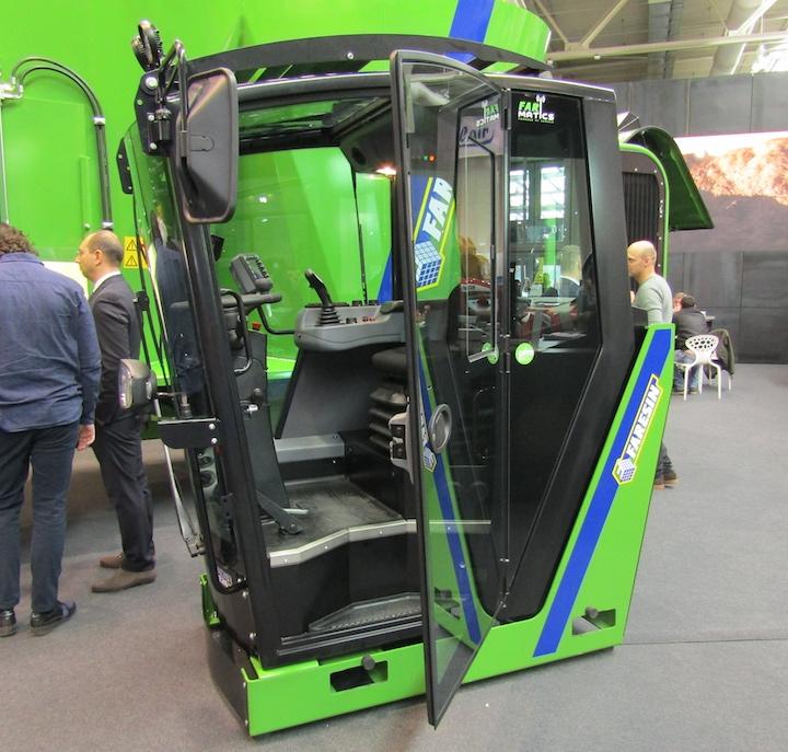 Nuova cabina con modalità FarMatics dei carri Faresin Leader PF