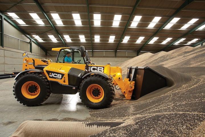 Jcb 550-80 Agri in azienda