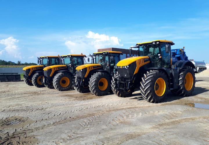 La flotta di Claudio Minetto si compone di tre trattori JCB
