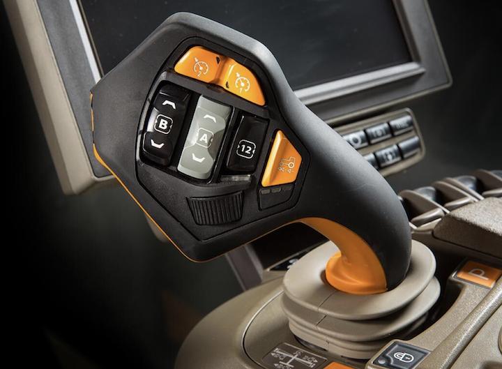 John Deere CommandPRO™, disponibile nella cabina dei modelli 8R e 7R