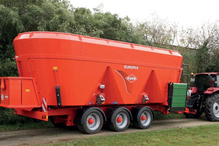 La gamma di carri miscelatori a tre coclee Euromix va da 28 a 45 metri cubi di capacità
