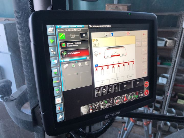 Monitor presente in cabina per gestire le funzioni della seminatrice