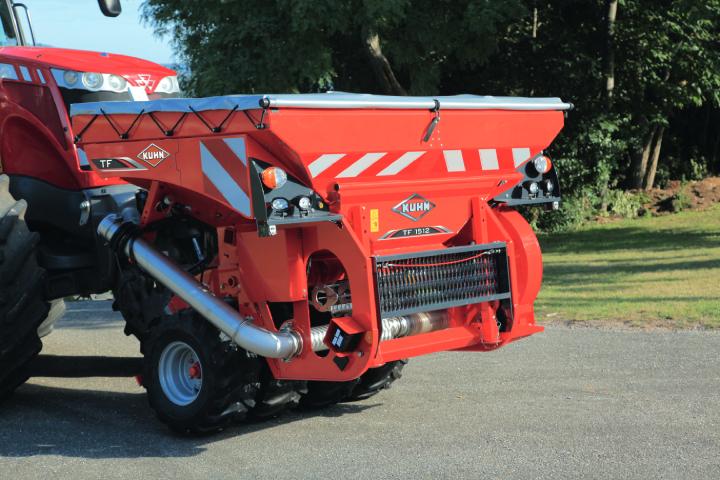 La tramoggia KUHN TF1512 può essere usata per la semina o la fertilizzazione