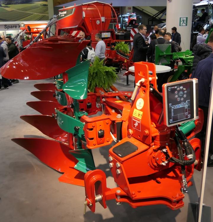 Aratro Kverneland 2500 i-Plough, regolabile dal terminale IsoMatch Tellus PRO