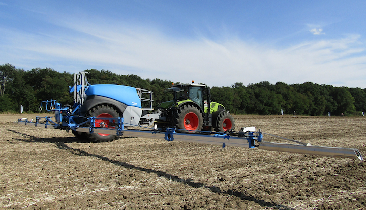 Sprayer Lemken Vega 12/5000 in campo