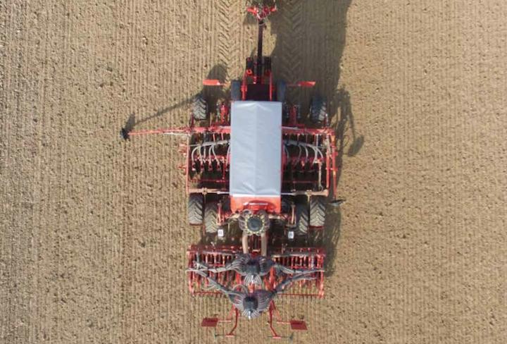 Kverneland U Drill da 4 metri pieghevole al lavoro