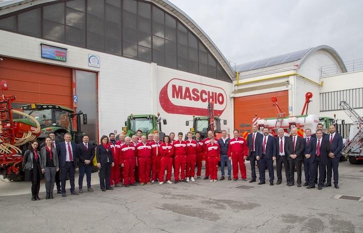 Un momento durante la consegna delle macchine firmate Maschio Gaspardo