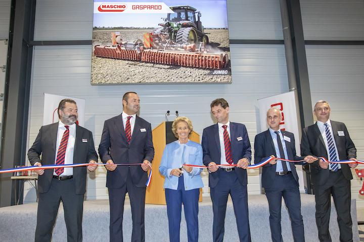 Da sinistra, Andrea Maschio, Mirco Maschio, Caroline Cayeux, Michel Schietequatte, Loïc Barbaras e Aymeric Bourleau all'inaugurazione