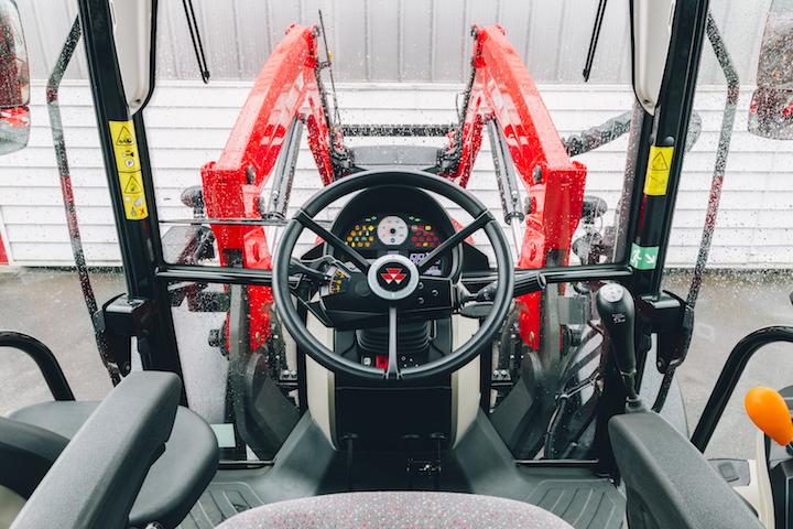 Posto guida del trattore MF 5711 M