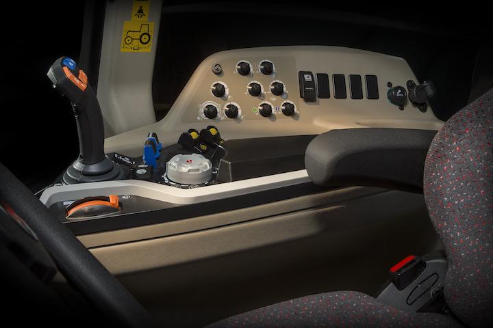 Joystick e consolle dei trattori MF 3700 AL