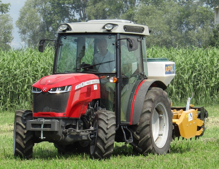 MF 3710 F al Diamond Roadshow 2018 di Massey Ferguson