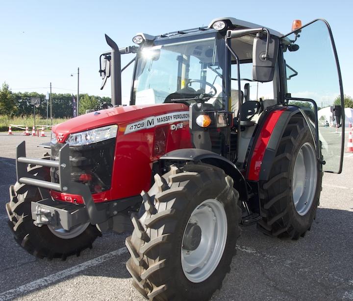 MF 4709 M con nuova trasmissione Dyna-2 a Cremona
