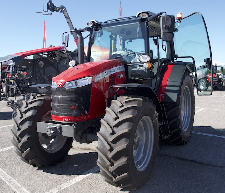 MF 5711 M Stage V all'eXperience tour 2020