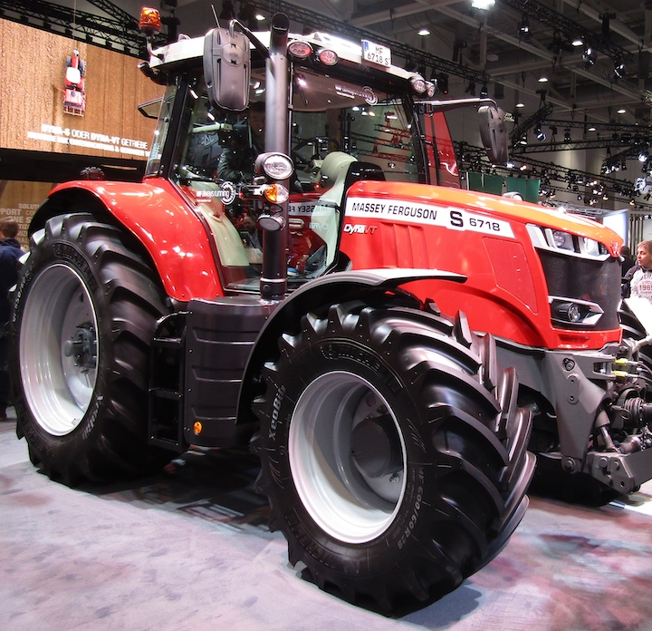 MF 6718 S Dyna-VT ad Agritechnica 2019