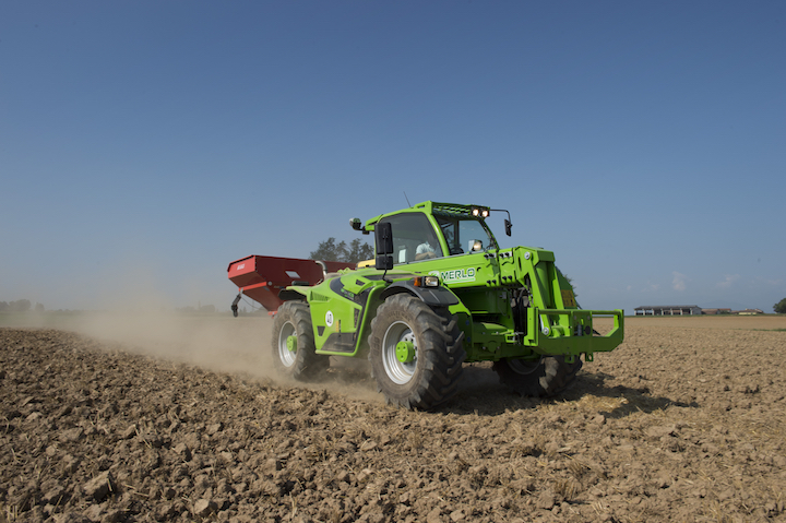 IlMultifarmerunisce le caratteristiche di un telescopico agricolo a quelle di un trattore