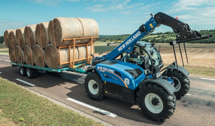 Sollevatore telescopico New Holland LM 7.42 Elite su strada