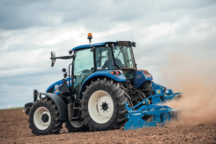 New Holland T5.115 è perfetto anche per la lavorazione del terreno