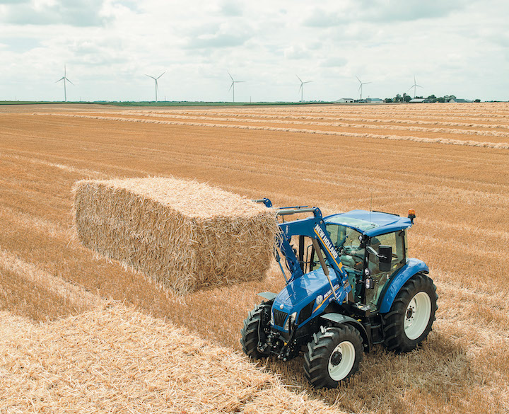 New Holland T5.115 all'opera con il caricatore frontale