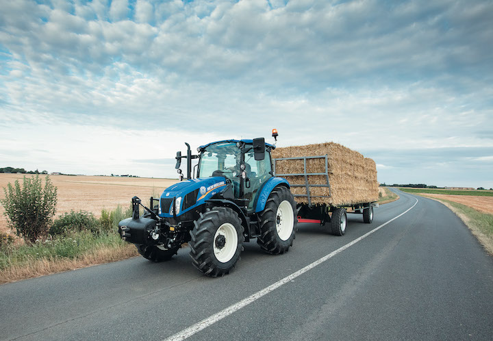 Trattore New Holland T5.115 su strada
