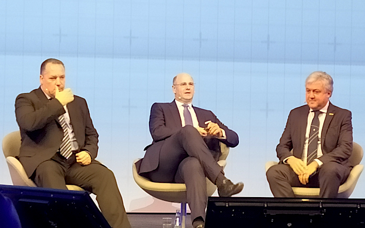 Da sinistra, Derek Neilson, Hubertus Mühlhäuser e Carlo Lambro in conferenza stampa ad Agritechnica 2019