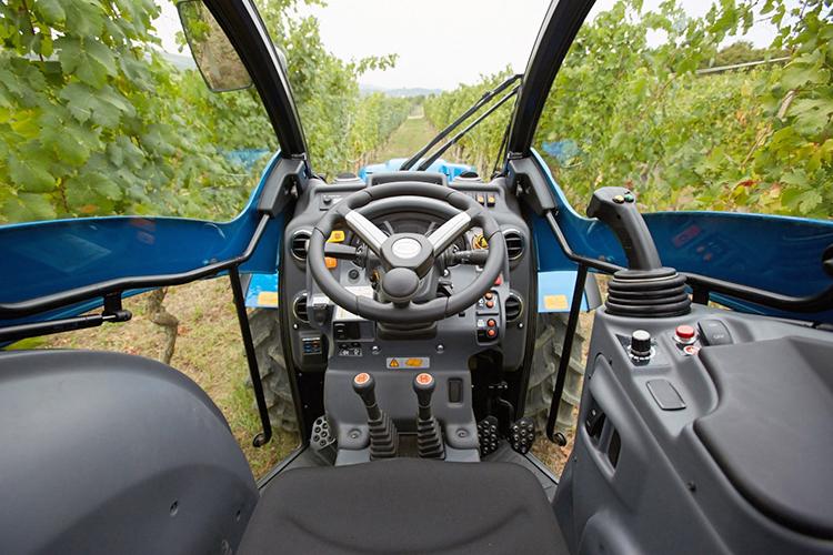Visibilità e comfort della nuova Compact Airtech sono paragonabili a quelle di trattori da pieno campo anche di categoria superiore