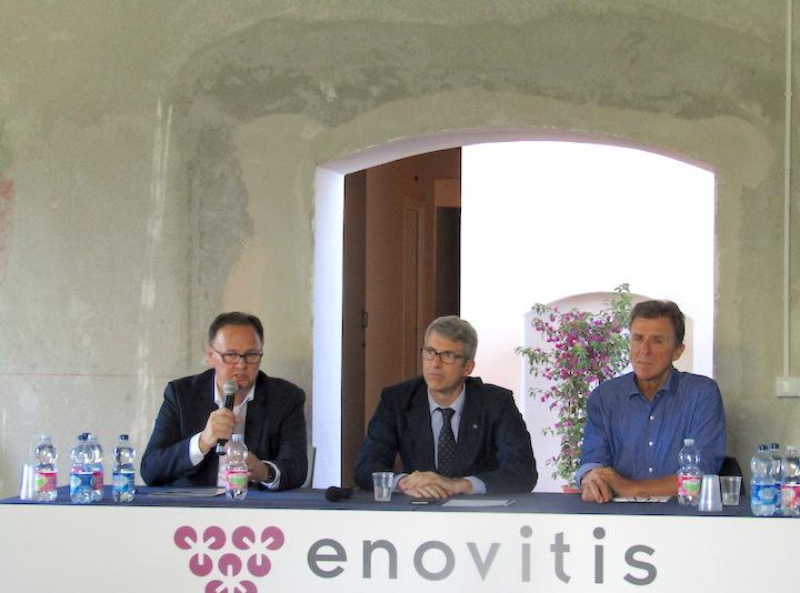 Da sinistra:Paolo Castelletti, segretario generale Uiv, Luca De Rinaldis, rappresentante del servizio tecnico di FederUnacoma, e Giovanni Rizzotti, coordinatore del progetto Tergeo