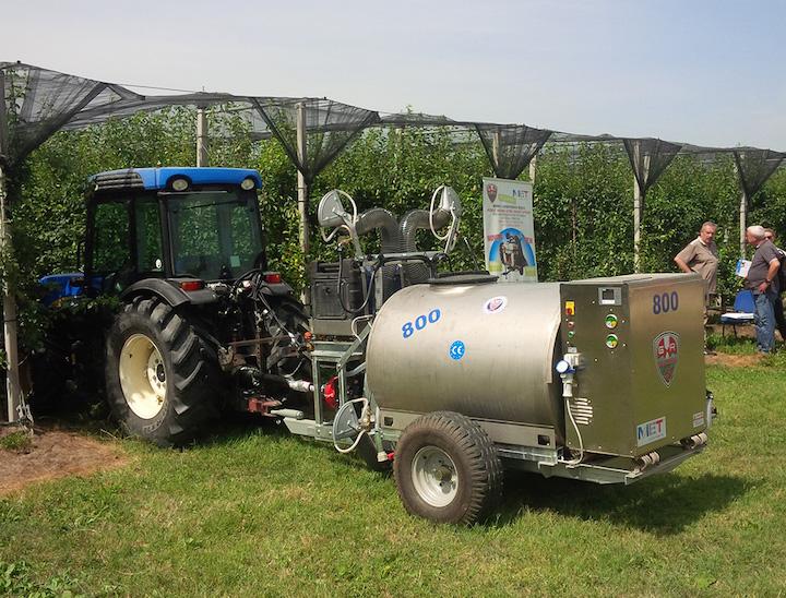 Atomizzatore Oxir pronto ad entrare in un frutteto