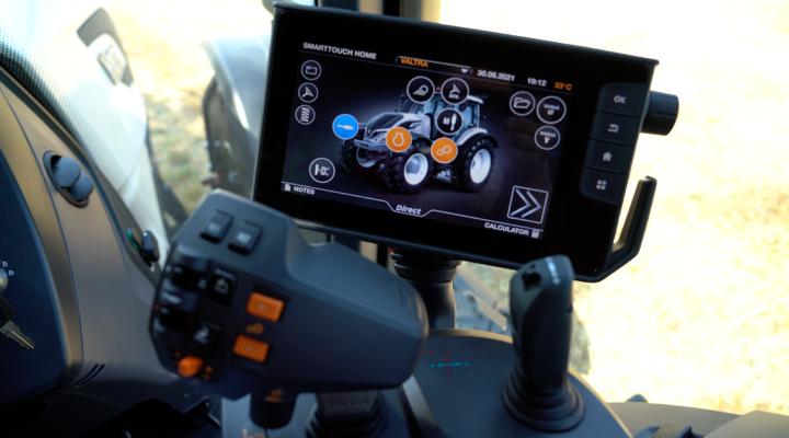 Il terminale Smart touch dà accesso a tutte le funzionalità del trattore