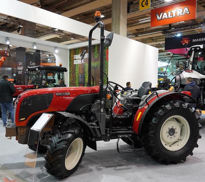 Valtra F105 S con struttura Rops a Fieragricola 2020