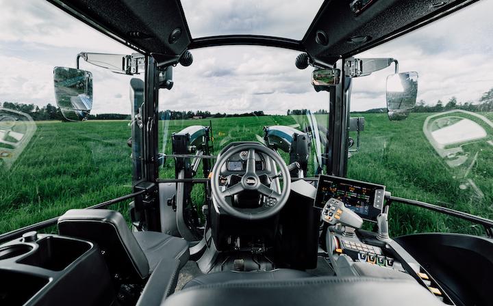 Tante funzioni di smart farming sui trattori Valtra G5Versu e Active