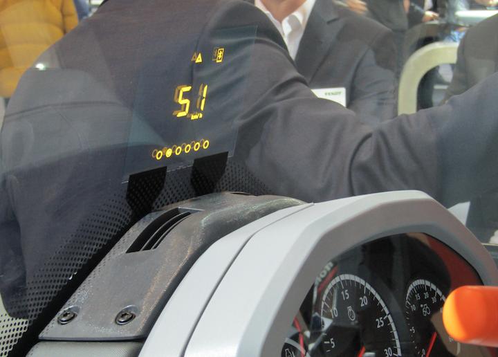 Valtra SmartGlass segnala al conducente la velocità operativa del trattore