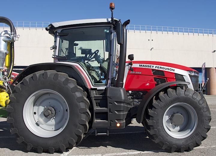 Trelleborg TM1000 ProgressiveTraction®VF650/75R 42 sugli MF 8S