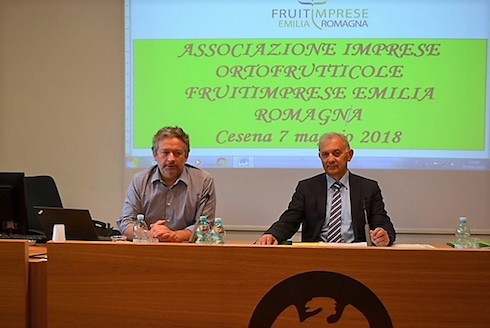 Germano Fabiani (sinistra) e Giancarlo Minguzzi durante l'assemblea 2018 di Fruitimprese Emilia Romagna