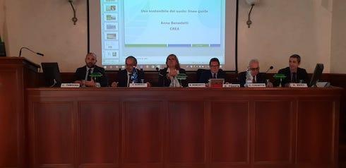 Tavolo dei relatori al convegno Assofertilizzanti