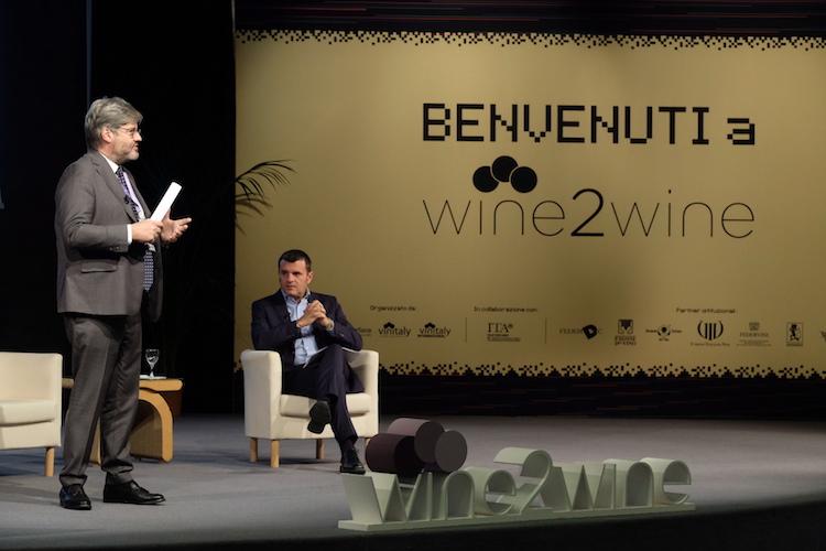 Paolo Del Debbio e il ministro Centinaio a Wine2Wine