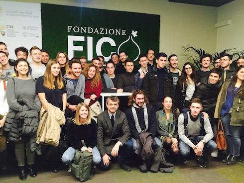 Studenti a lezione nella Fabbrica italiana contadina
